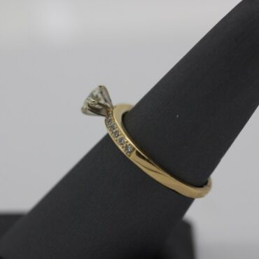 Beautiful 14k gold diamond engagement ring