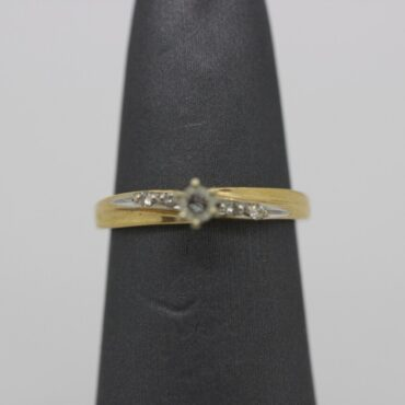 Beautiful 10k gold diamond engagement ring.