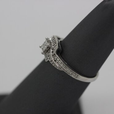 Beautiful 10k white gold diamond ring